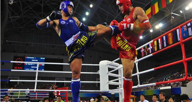 Competidores amateur peleando. No suelen cobrar apenas.