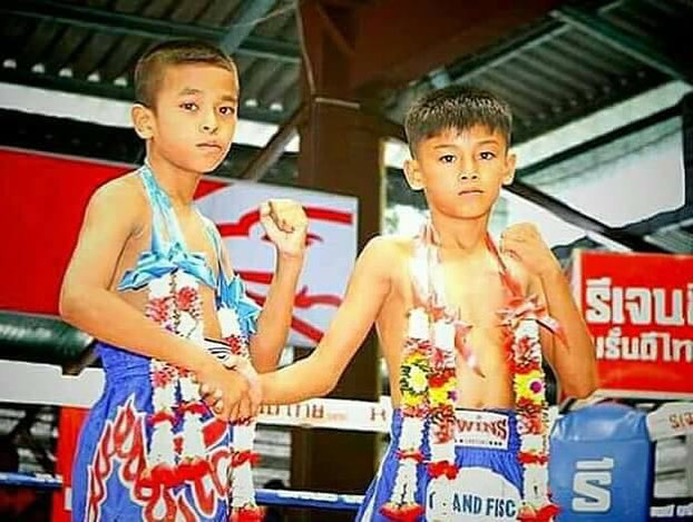 Panpayak y Sangmanee de niños antes de una pelea