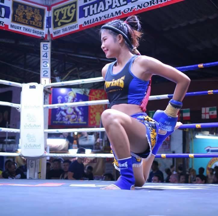 Boxeadora haciendo el wai kru