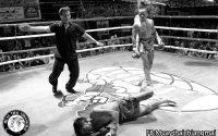 Chuy victorioso en una de sus peleas para el Santai gym.