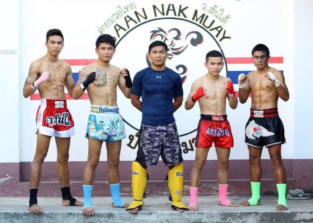 Thailand Pinsinchai y su equipo profesional