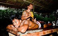 Buakaw previo a su pelea, masaje.