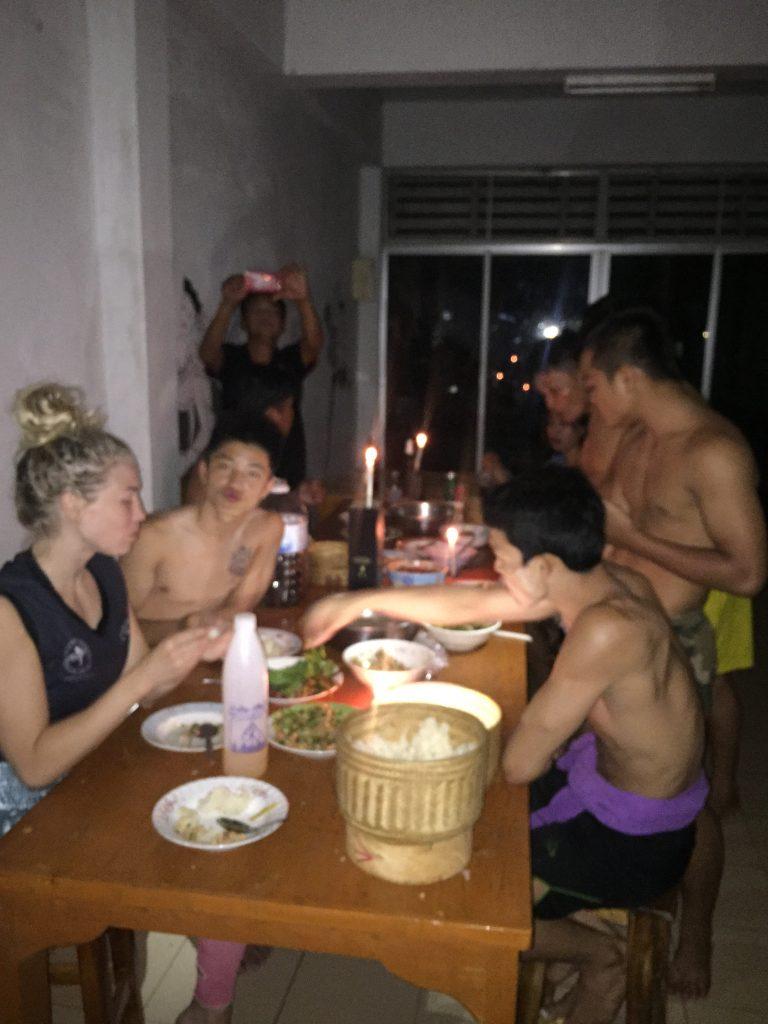 Cena en familia después del entrenamiento.