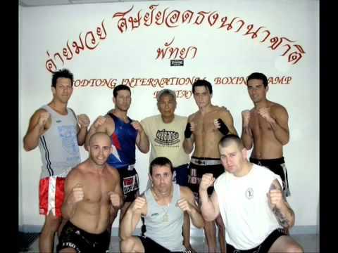 Maestro Yodtong y estudiantes