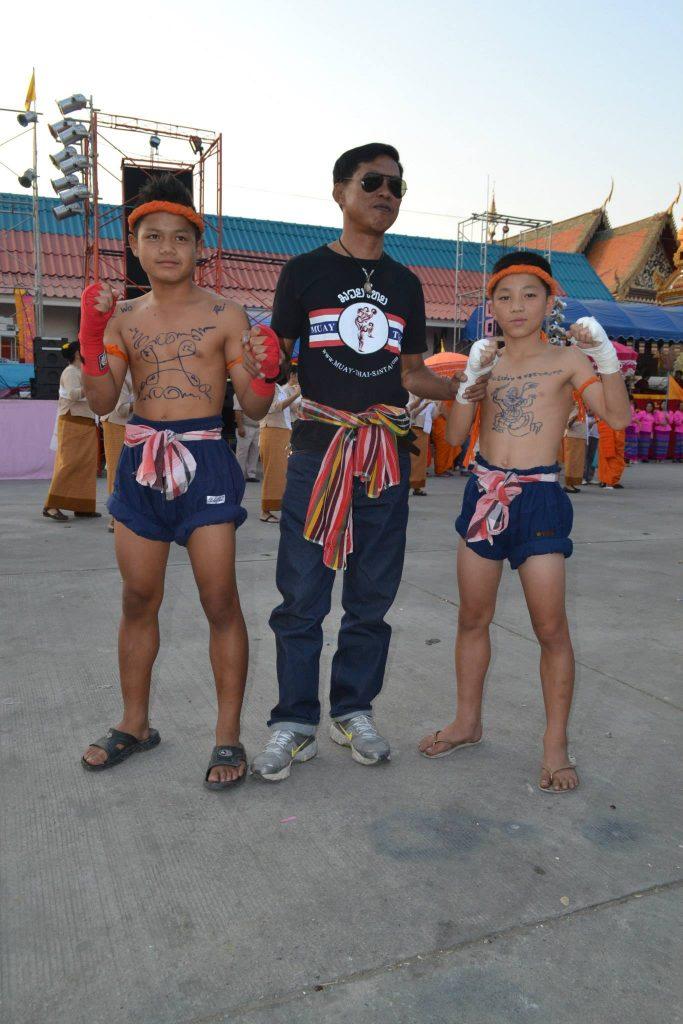 Chuy y Poyee hace muchos años, en una de sus demostraciones para el pueblo.