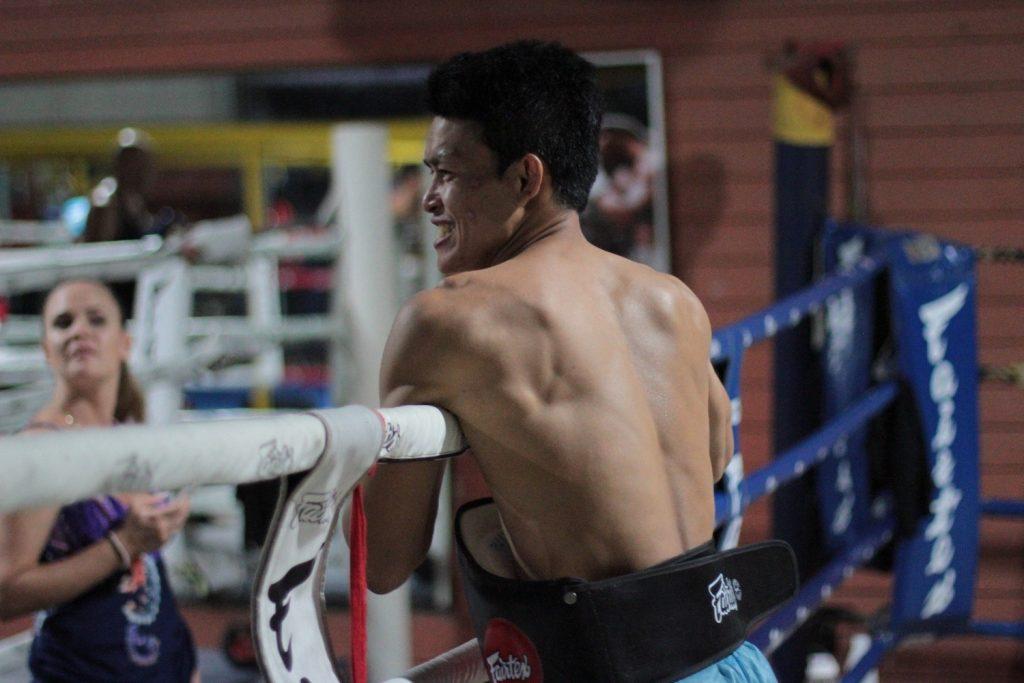 Manasak controlando el entreno.