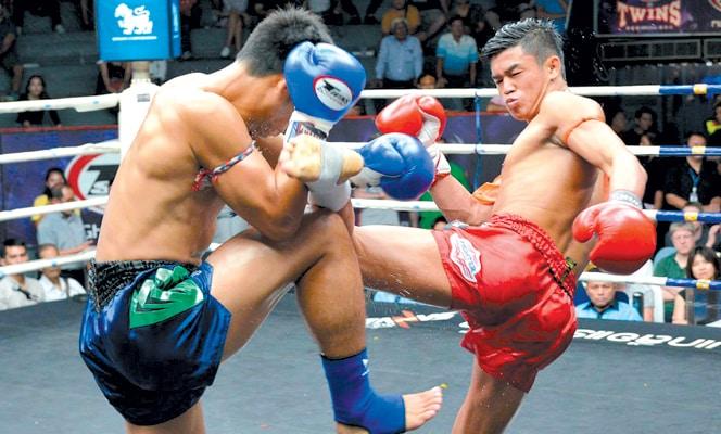 Panpayak bloquea patada en el juego de muay thai