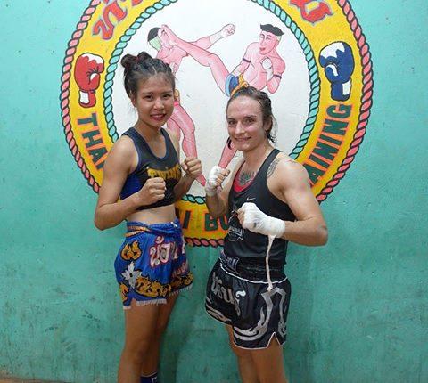 Nong benz, domina el ring, luchadora de muay thai