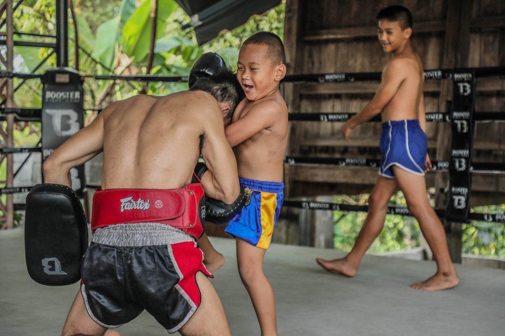 Niño Watthana entrenando