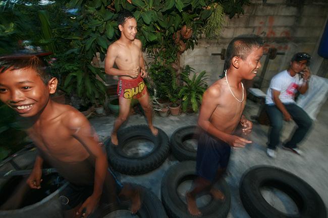 niños amateur entrenando