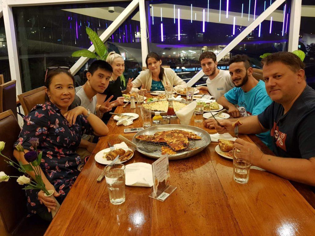 cena luchadores sponsor